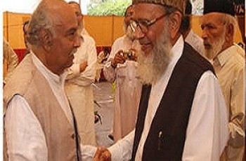 Munawar Hassan with minority leader