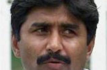 javed miandad threatens Sarfraz Nawaz