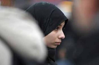 muslim teen in hijab
