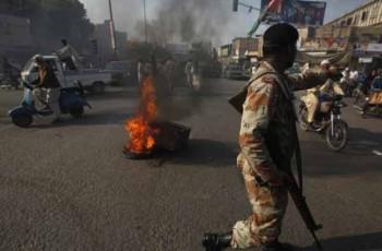 karachi road block fire