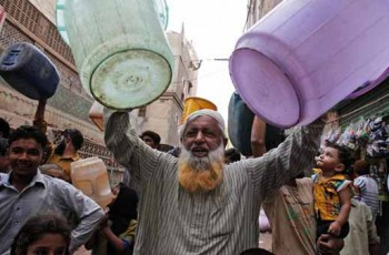 protestors in karachi for water
