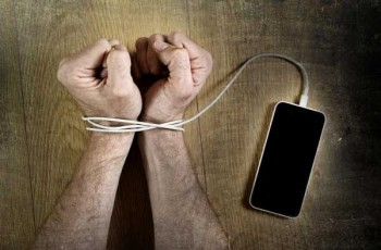 handcuffed with mobilephone