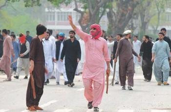 pakistani students in clash