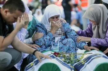 mourners-Memorial-Centre-Srebrenica