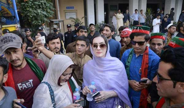 Momina Basit with party workers