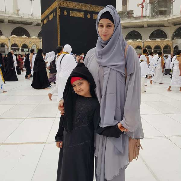 noor bukhari near kaaba