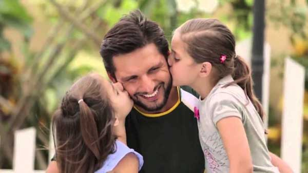 shahid afridi with family