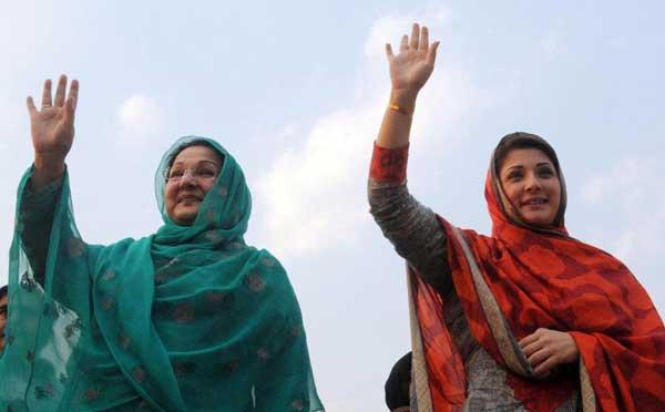 Kulsoom nawaz with daughter