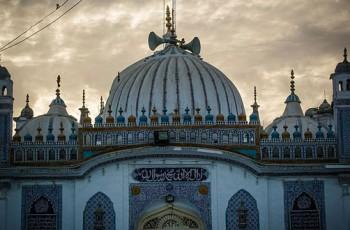 tomb of shah abdul latif