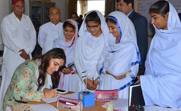 bakhtawar bhutto with school students