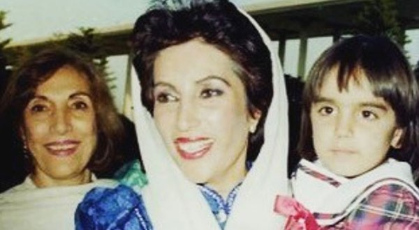 young bakhtawar bhutto with her mother