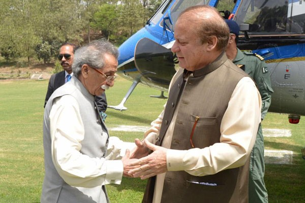 rana iqbal and nawaz sharif shaking hands