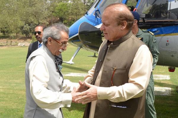 rana iqbal and nawaz sharif shaking hands
