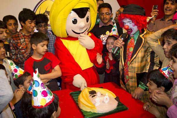 lots of kids celebrating birthday
