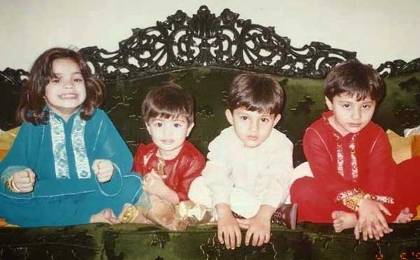 Shehroz Sabzwari with siblings