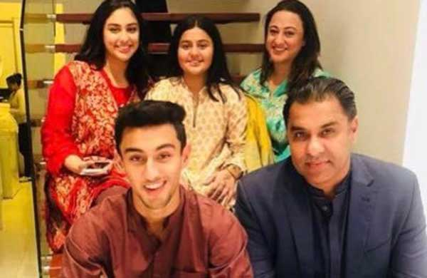 waqar younis wife, daughters & son