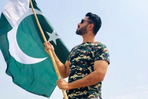 Mustafa zahid with Pakistani flag