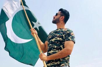 Mustafa zahid with Pakistani flag